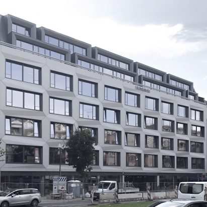 Lichtfabrik office block in Berlin is wrapped in formparts.fab 3D concrete cladding by Rieder