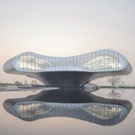 The Wave art gallery in China is wrapped by aluminium scales