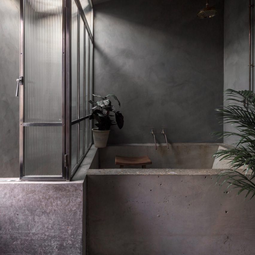 Concrete tub of Untiled House extension by Szczepaniak Astridge in London