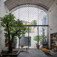 Arched living spaces open up Vom House to the outside