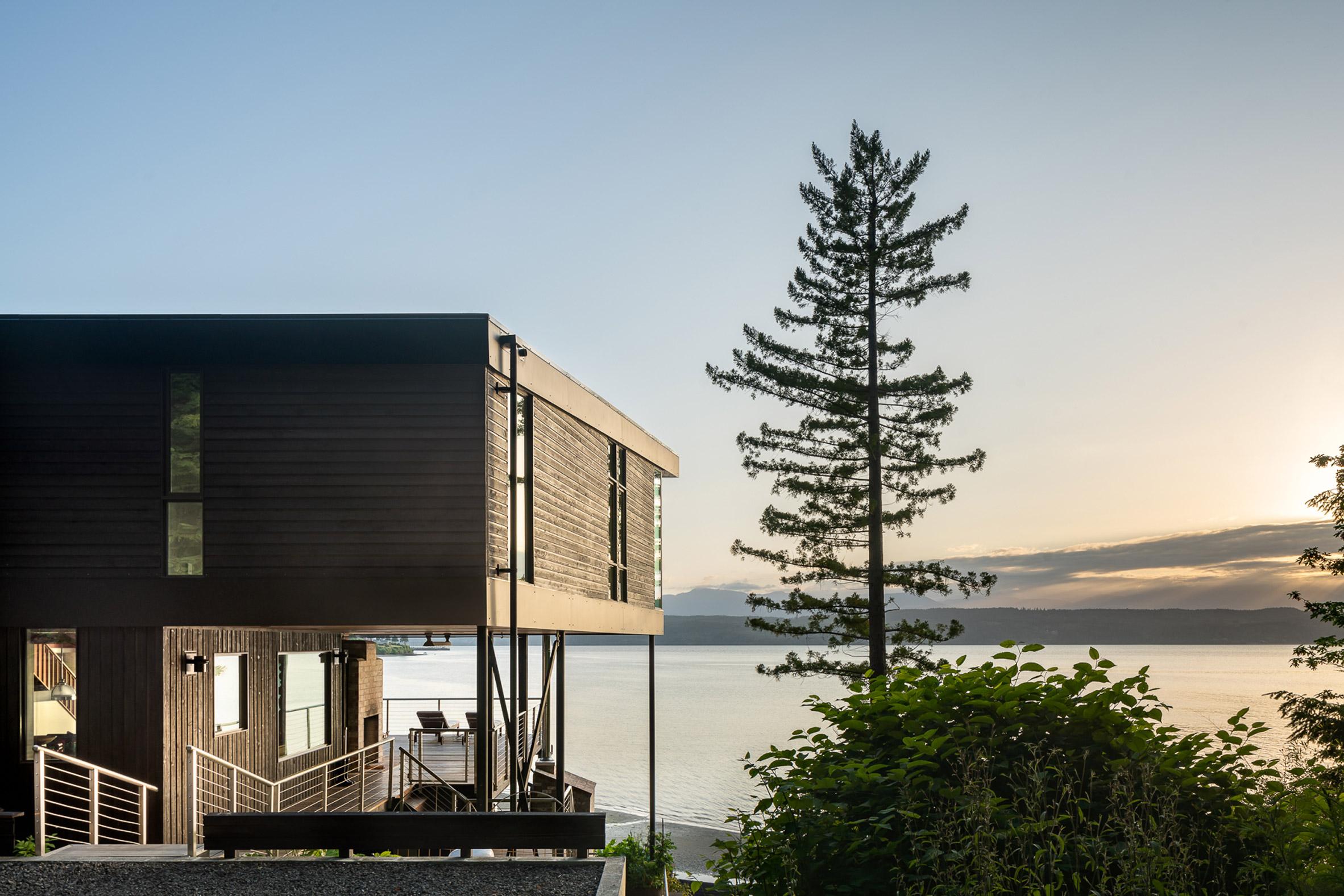Side view of Aldo Beach House
