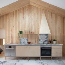 Wooden kitchens: Ti Clara by Atelier Espaco P2