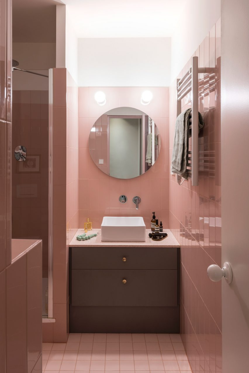 Blush-toned bathroom