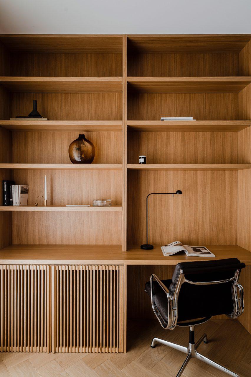 Home office of Botaniczna Apartment by Agnieszka Owsiany Studio