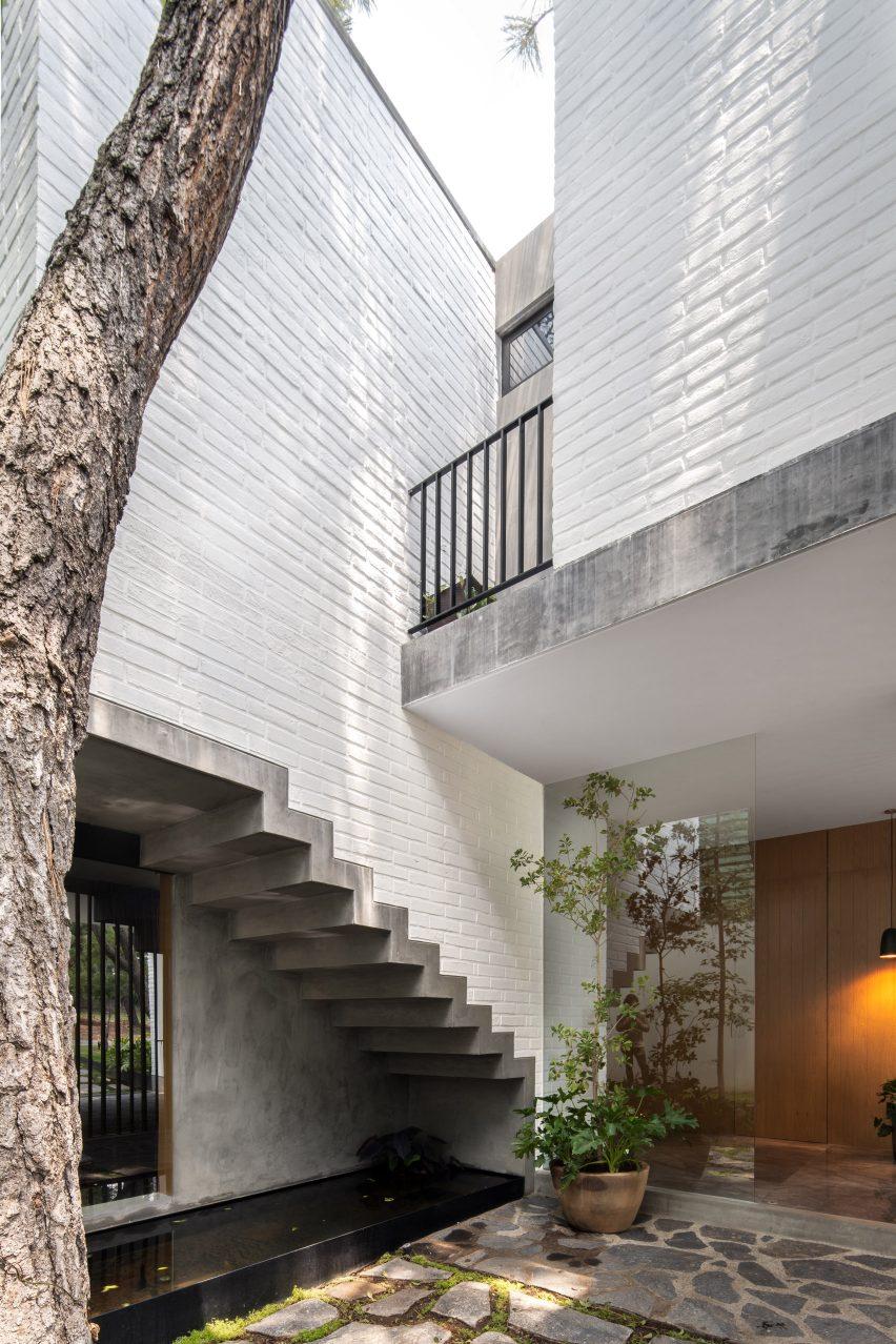 Pátio na Casa RA por Radillo Alba