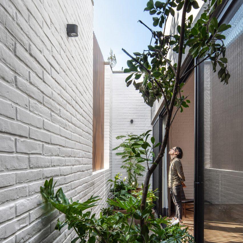 Bedroom patio in Casa RA by Radillo Alba