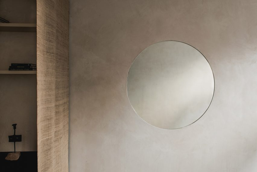 A wall with Smooth Finishes clay plaster by Clayworks