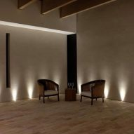 A room with Smooth Finishes clay plaster walls by Clayworks