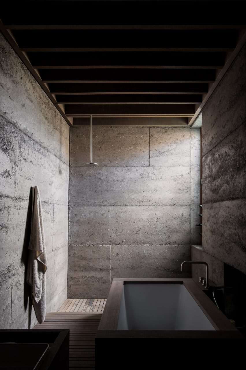 Rammed-concrete walls in a bathroom