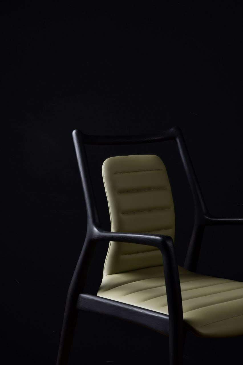 Mantis Chair by Fnji