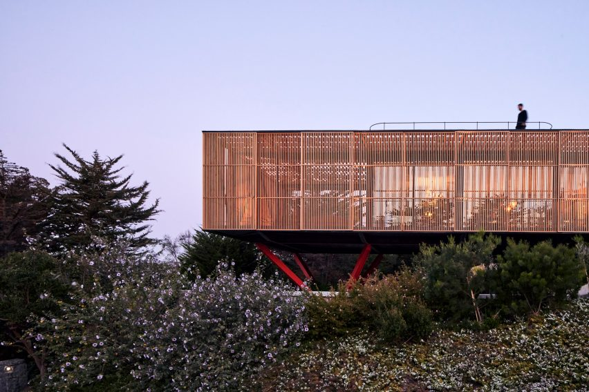 Exterior of Engawa House by Santiago Valdivieso and Stefano Rolla