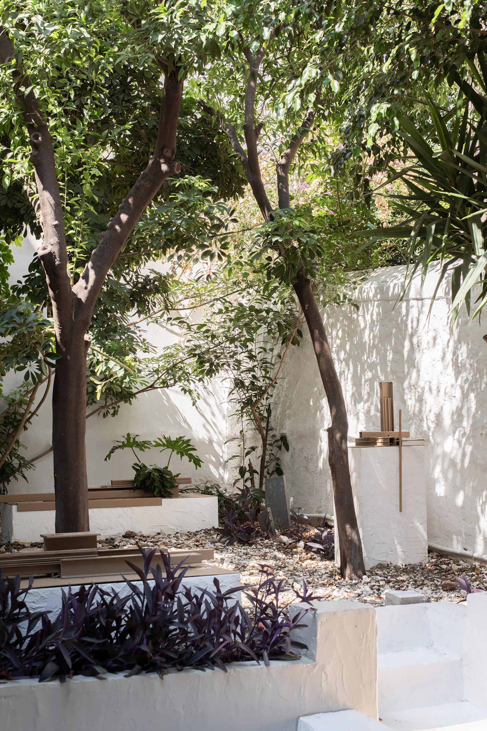 Garden of Esperinos guesthouse in Athens