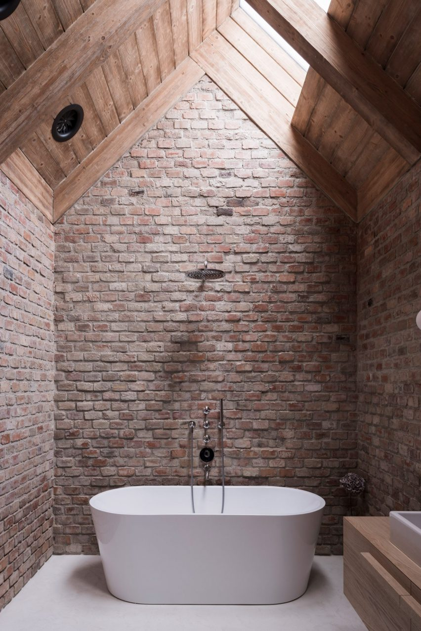 Exposed-brick bathroom