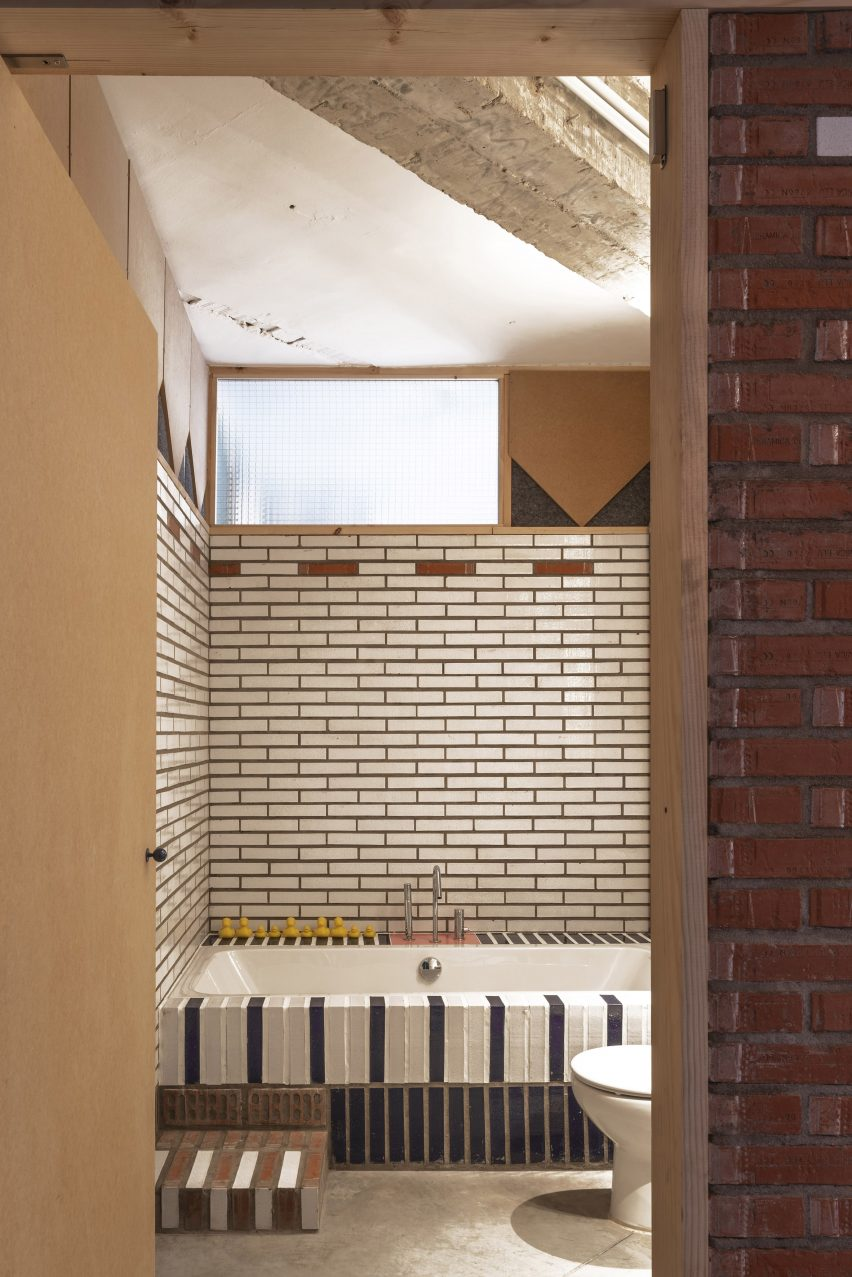 Bathroom of La Nave apartment in Madrid by Nomos