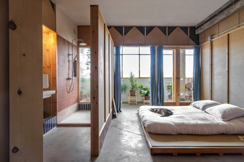 Master bedroom of La Nave apartment in Madrid by Nomos
