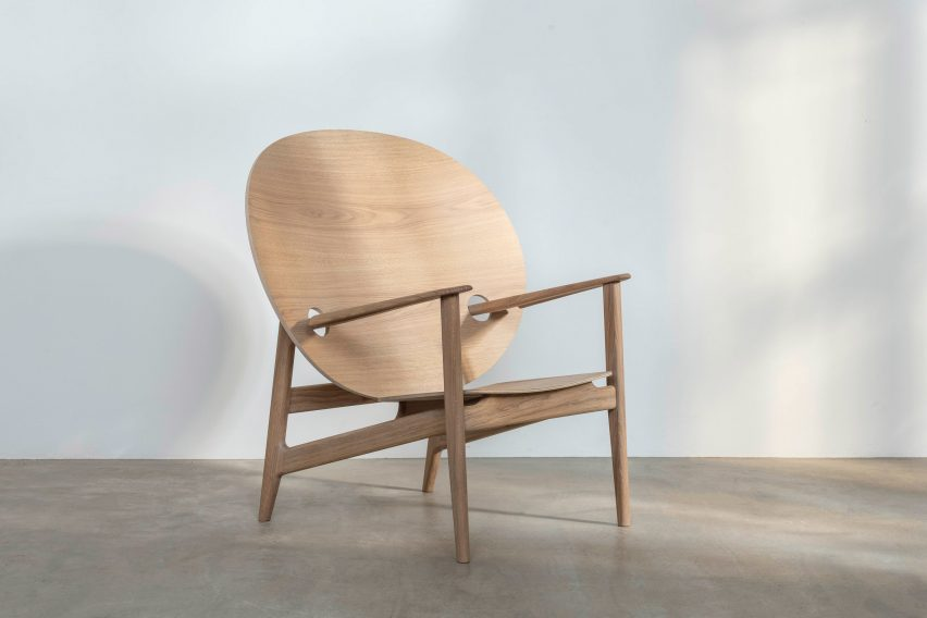 Iklwa chair in ash and oak by Mac Collins