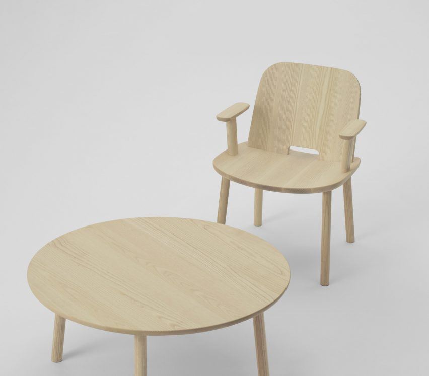 Fugo chair and coffee table by Jasper Morrison for Maruni