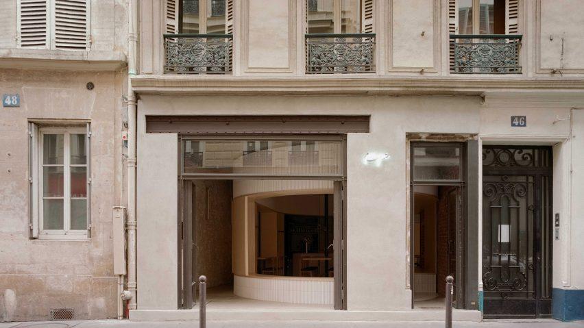 Exterior of Papi restaurant in Paris