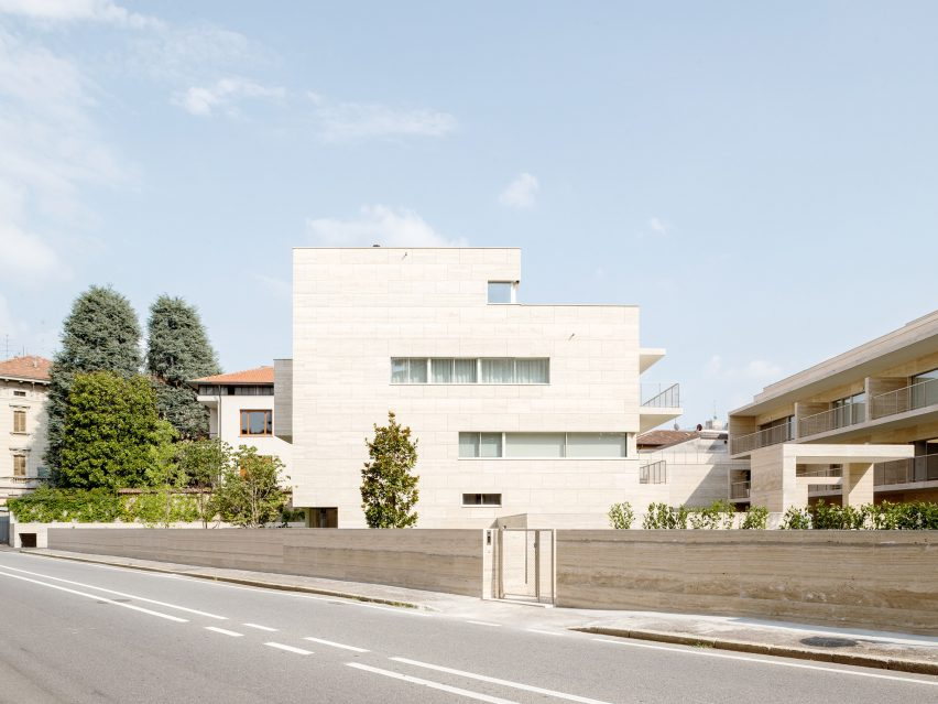 Housing by Álvaro Siza and COR Arquitectos in Gallarate