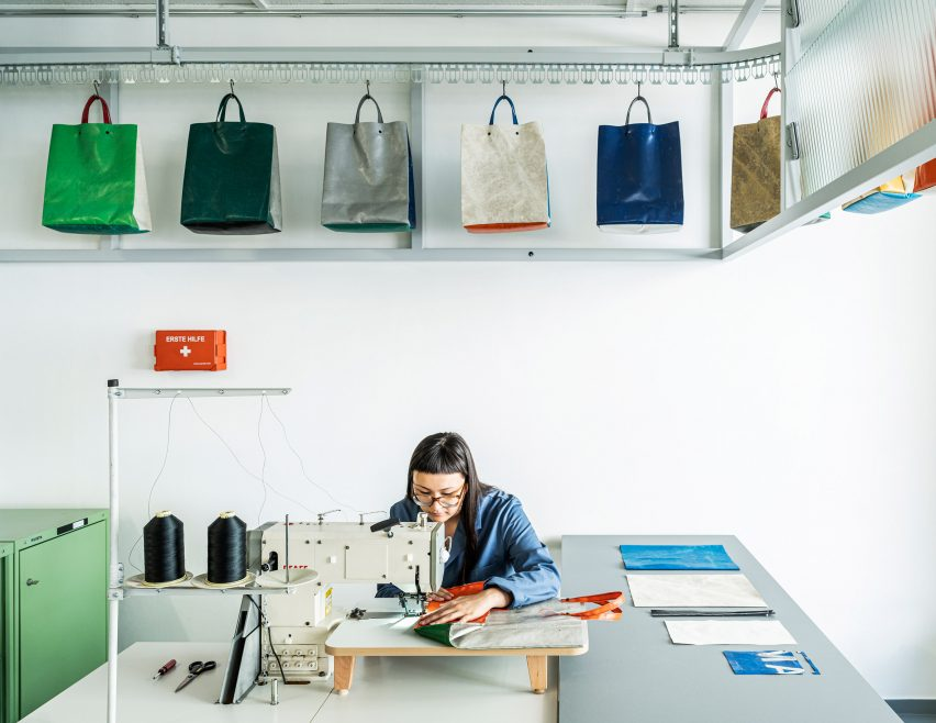 Sewing process of Sweat-Yourself-Shop by Freitag