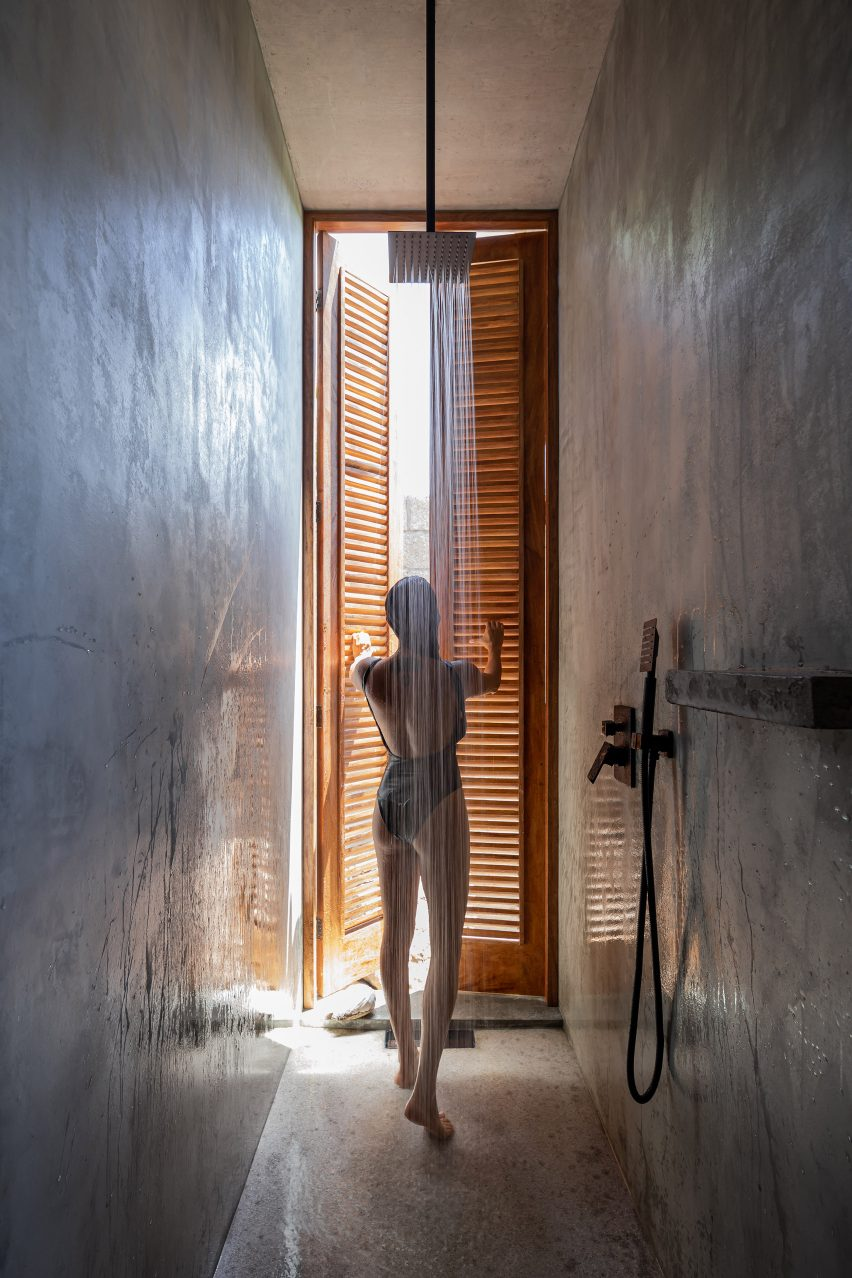 Mexican holiday home shower room