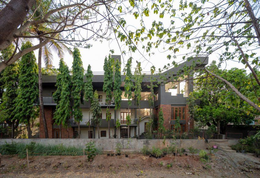 Anupama Kundoo architecture: Residence Kranti Kanade, 2003 Pune, India