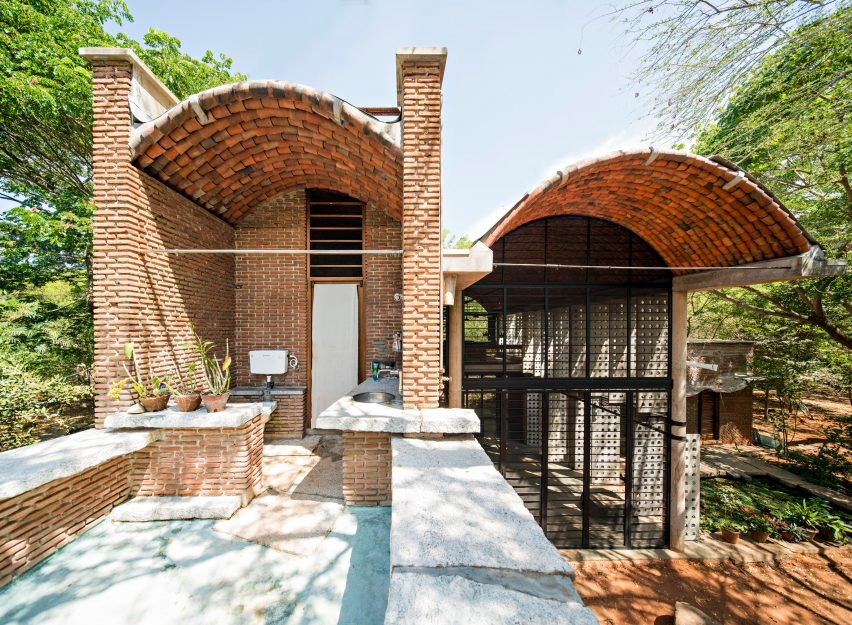 Anupama Kundoo architecture: Wall House, 2000, Auroville, India