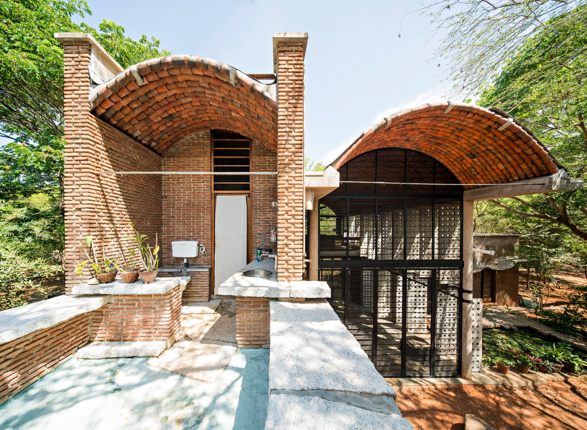 Anupama Kundoo architecture: Wall House, 2000, Auroville, India