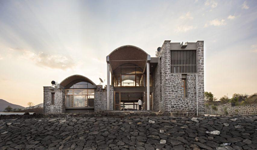 Anupama Kundoo architecture: Shah House, 2003, Brahmangarh, India