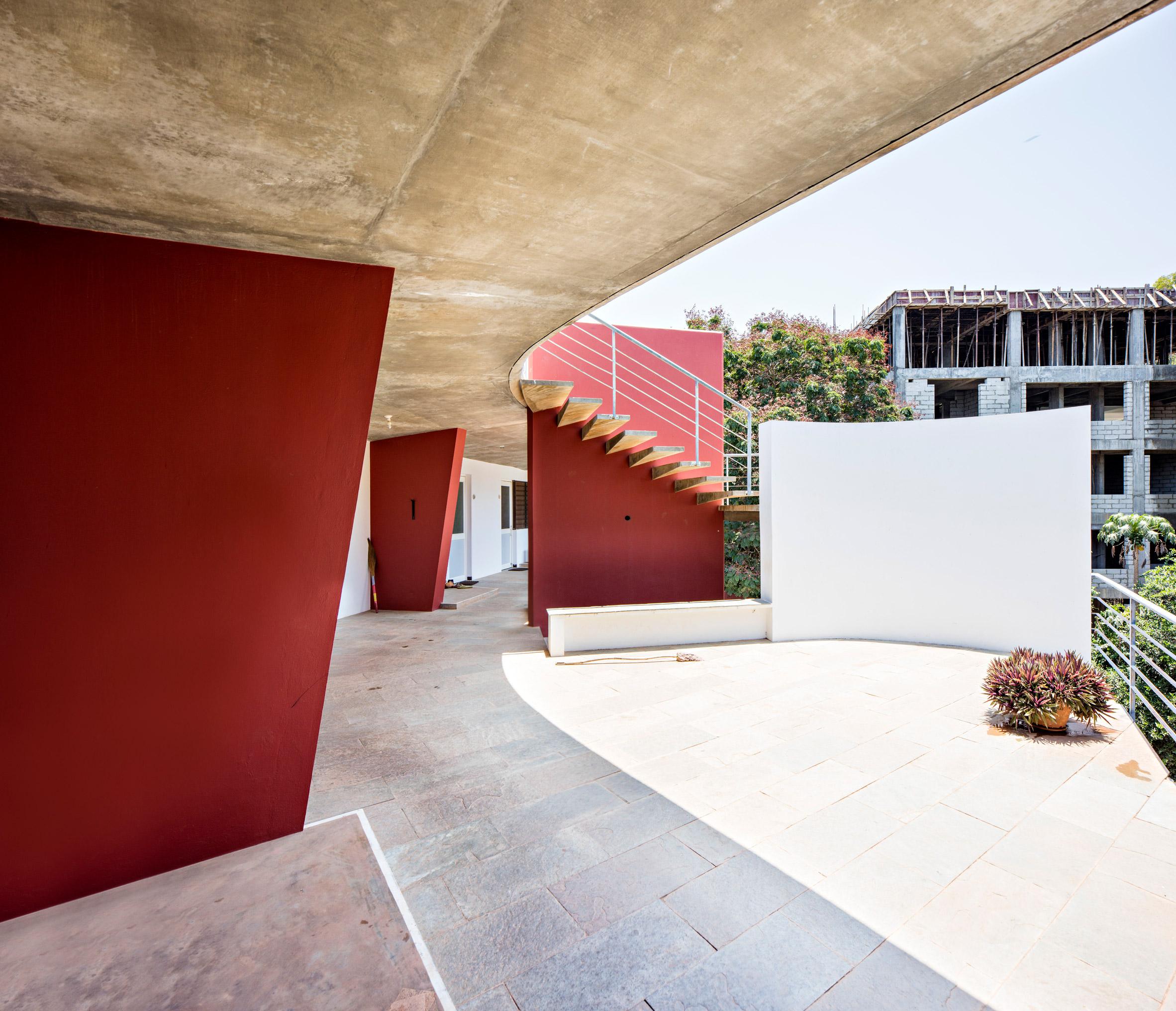Anupama Kundoo architecture: Mitra Youth Hostel, 2005
