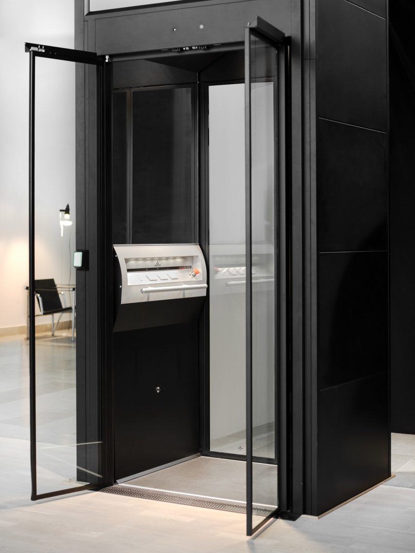 Aritco 4000 lift by Aritco is made for residential use