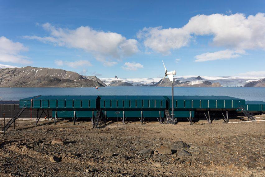 The side elevation of Comandante Ferraz Antarctic Station by Estúdio 41 in Antarctica