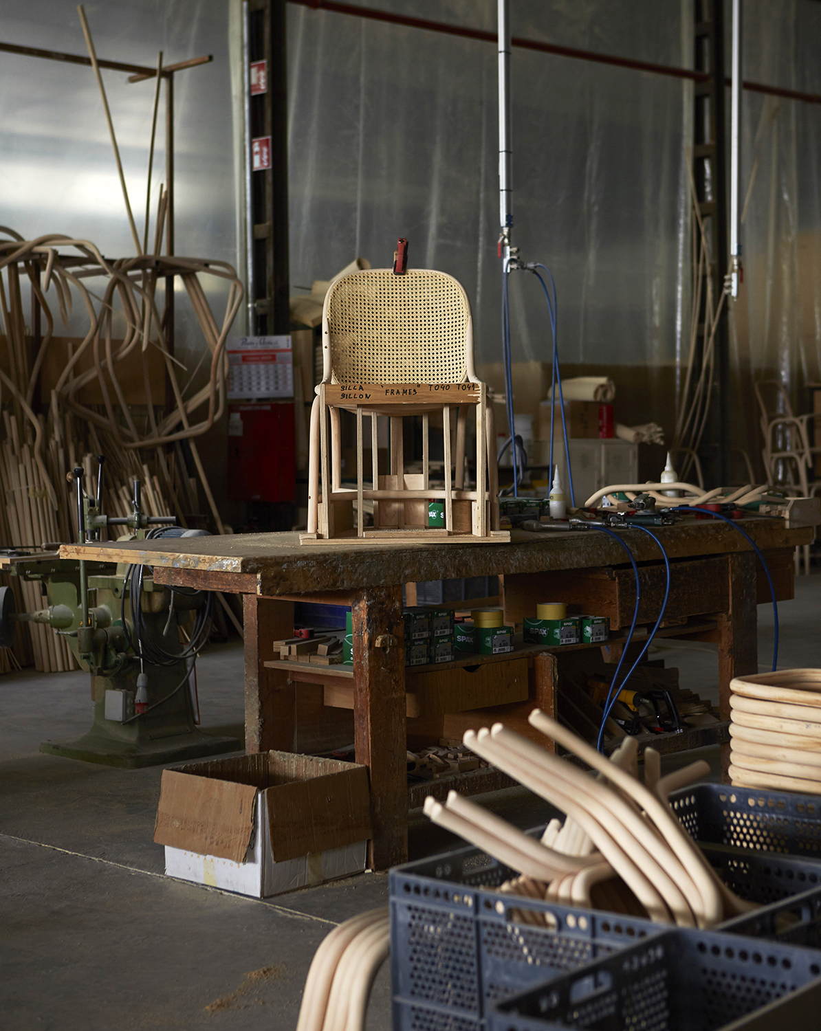 The Frames low armchair by Jaime Hayon being made