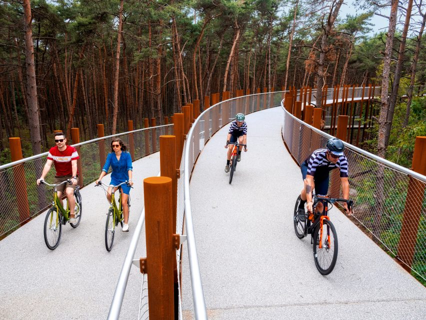Raised cycling track