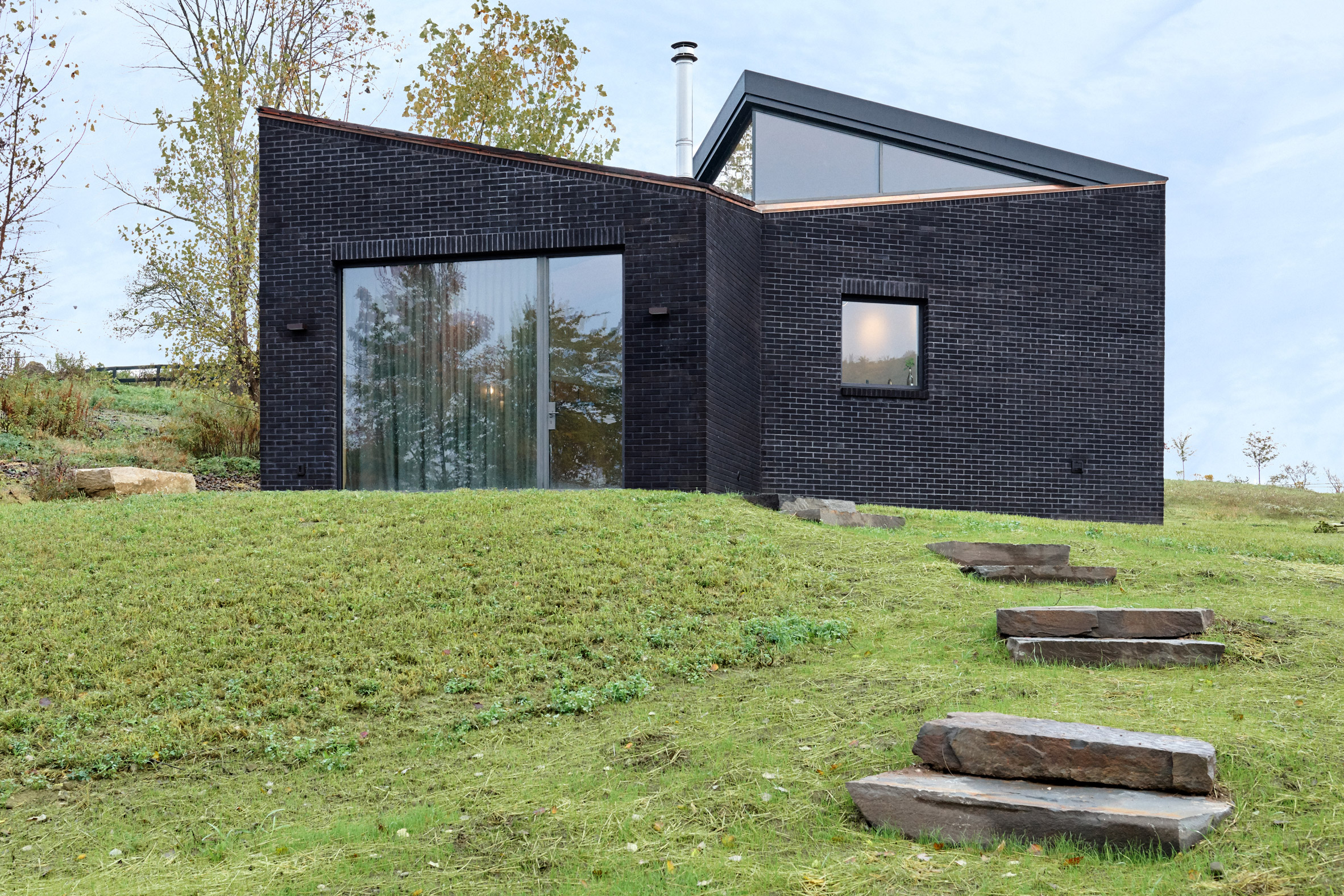 Exterior of Dutchess County Studio by GRT