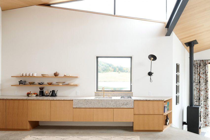 Kitchen in Dutchess County Studio by GRT