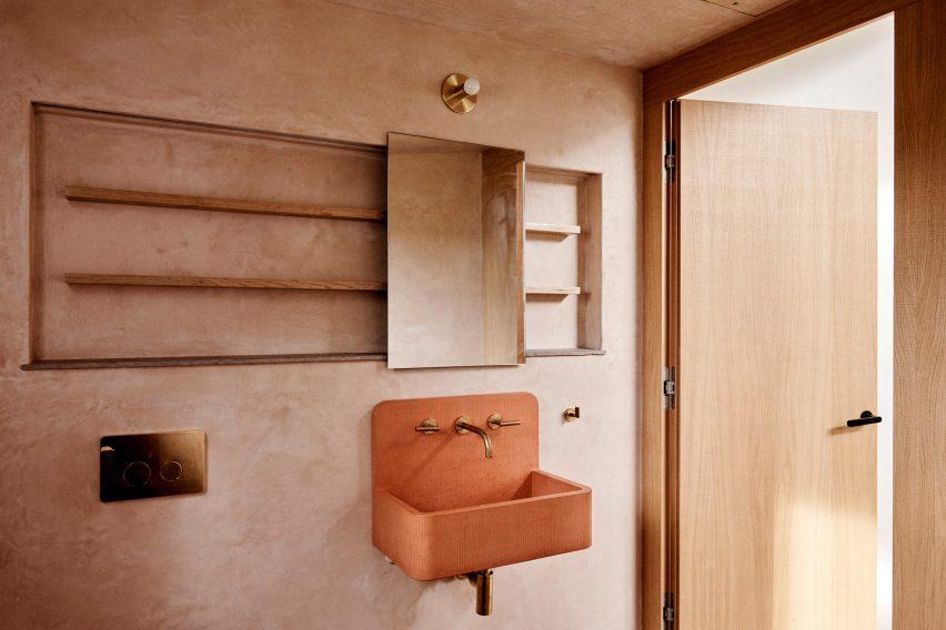 Bathroom in Dutchess County Studio by GRT