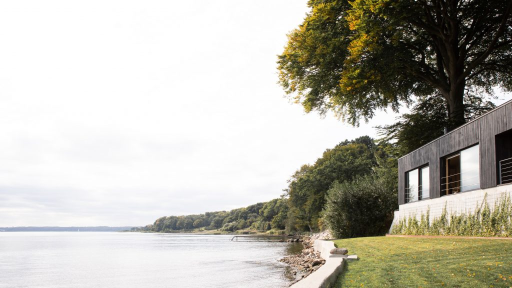 Fjord Boat House is a retreat near the border of Denmark and Germany