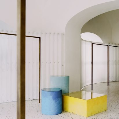 Coloured display stands in Grifo210 boutique by Paritzki & Liani Architects
