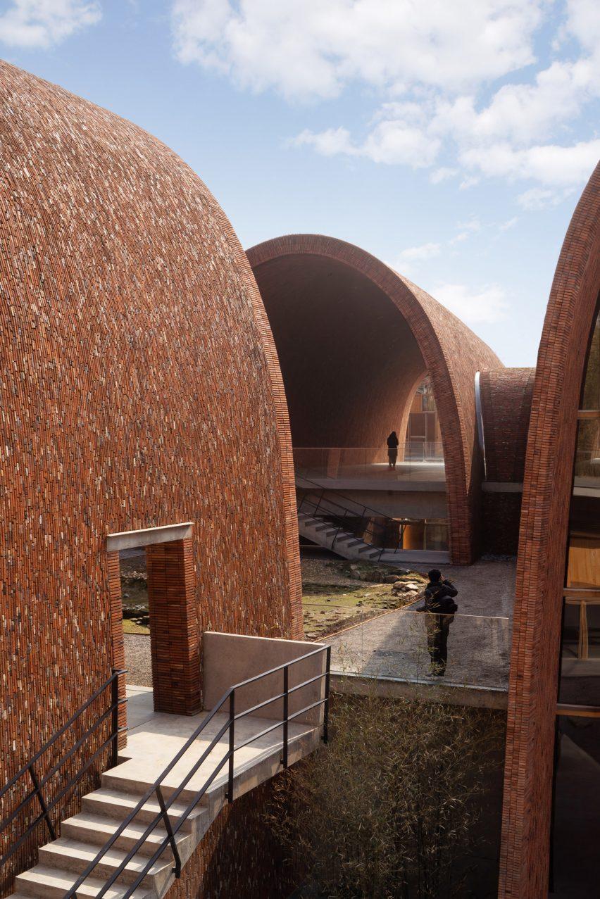 Courtyards between the Jingdezhen Imperial Kiln Museum galleries by Studio Zhu-Pei