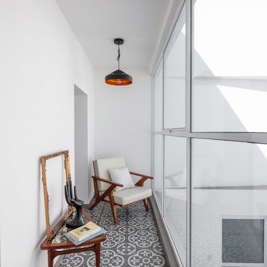 Nook overlooking courtyard in Mar Mediterráneo 34 by Inca Hernández