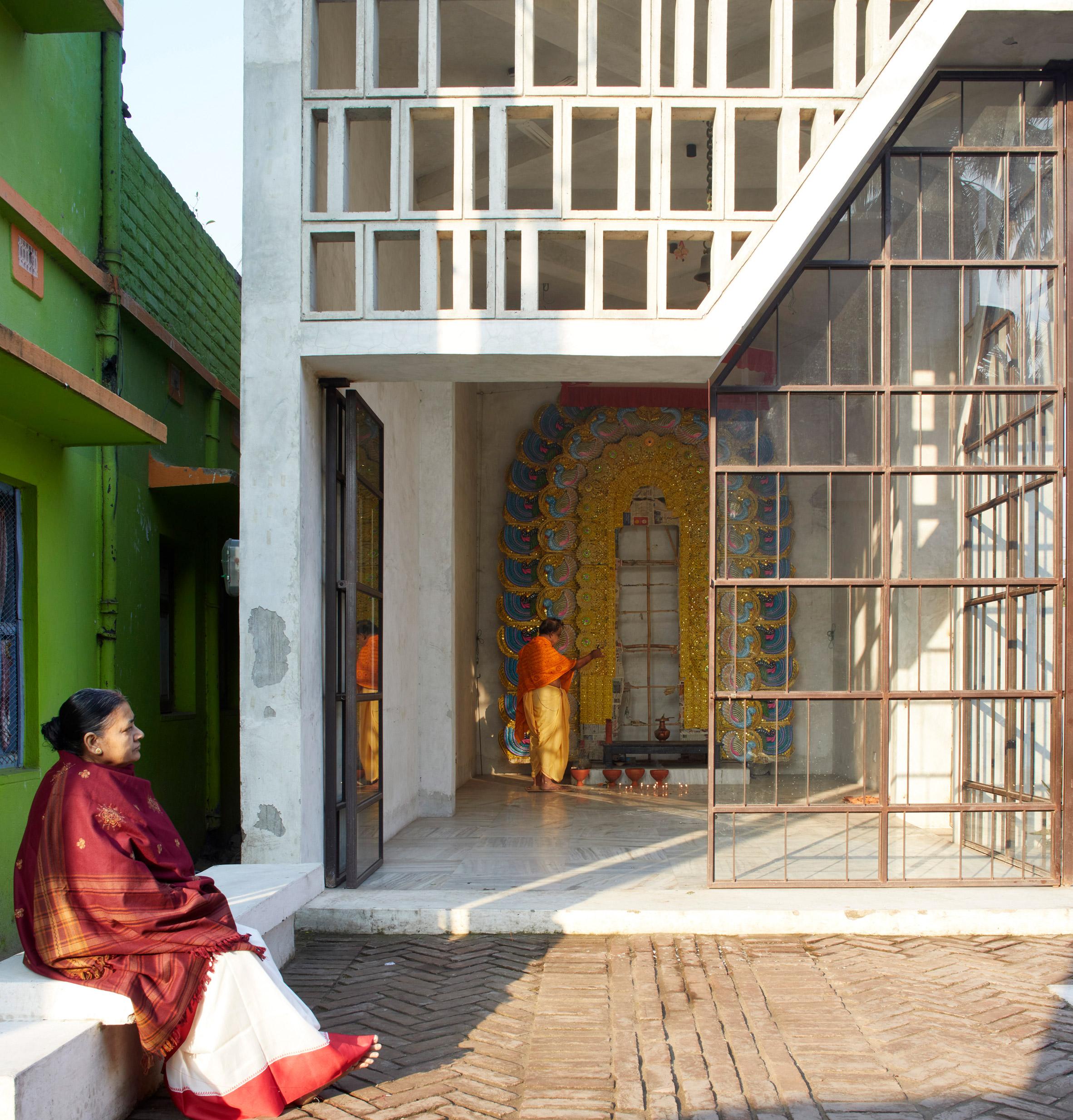 Narayantala Thakurdalan by Abin Design Studio
