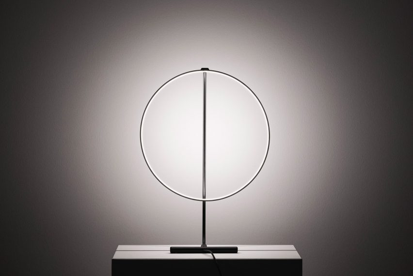 Poise lamp by Robert Dabi can rotate 320 degrees