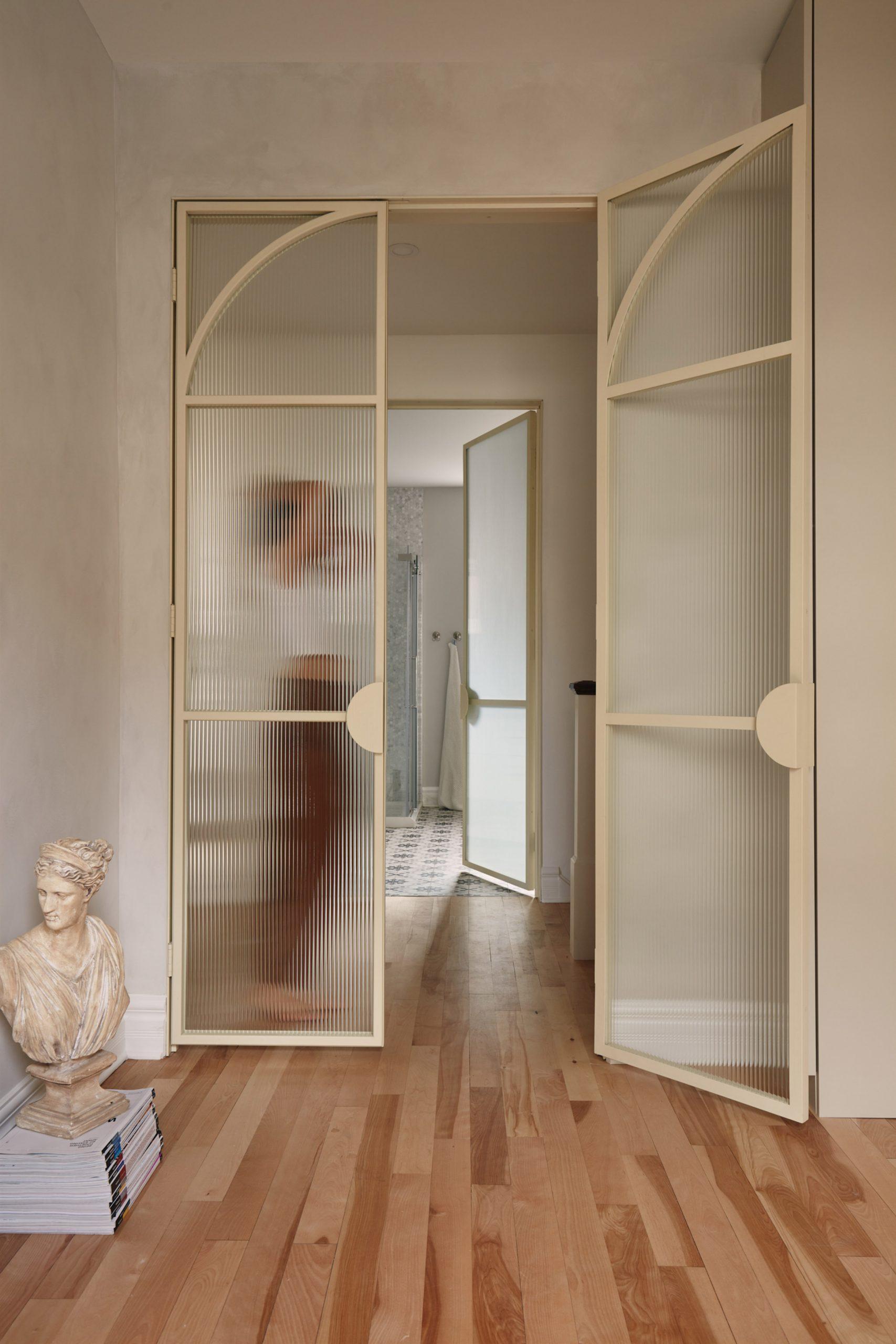 Résidence Esplanade in Montreal has fluted glass doors
