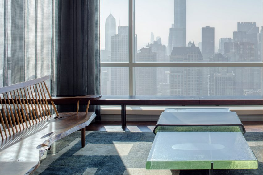 Glass table at Residence for Two Collectors by Wheeler Kearns Architects