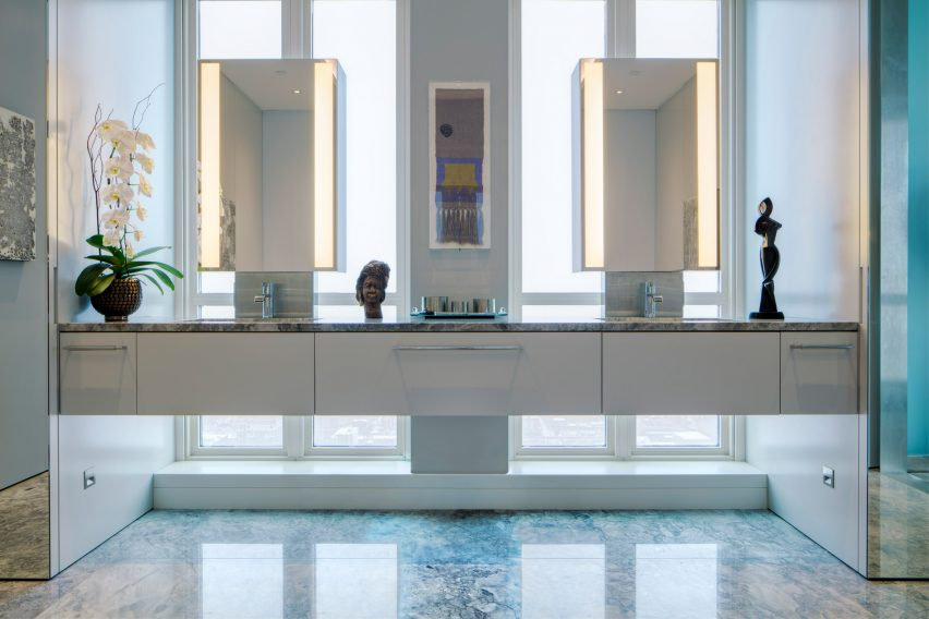Bathroom of Residence for Two Collectors by Wheeler Kearns Architects