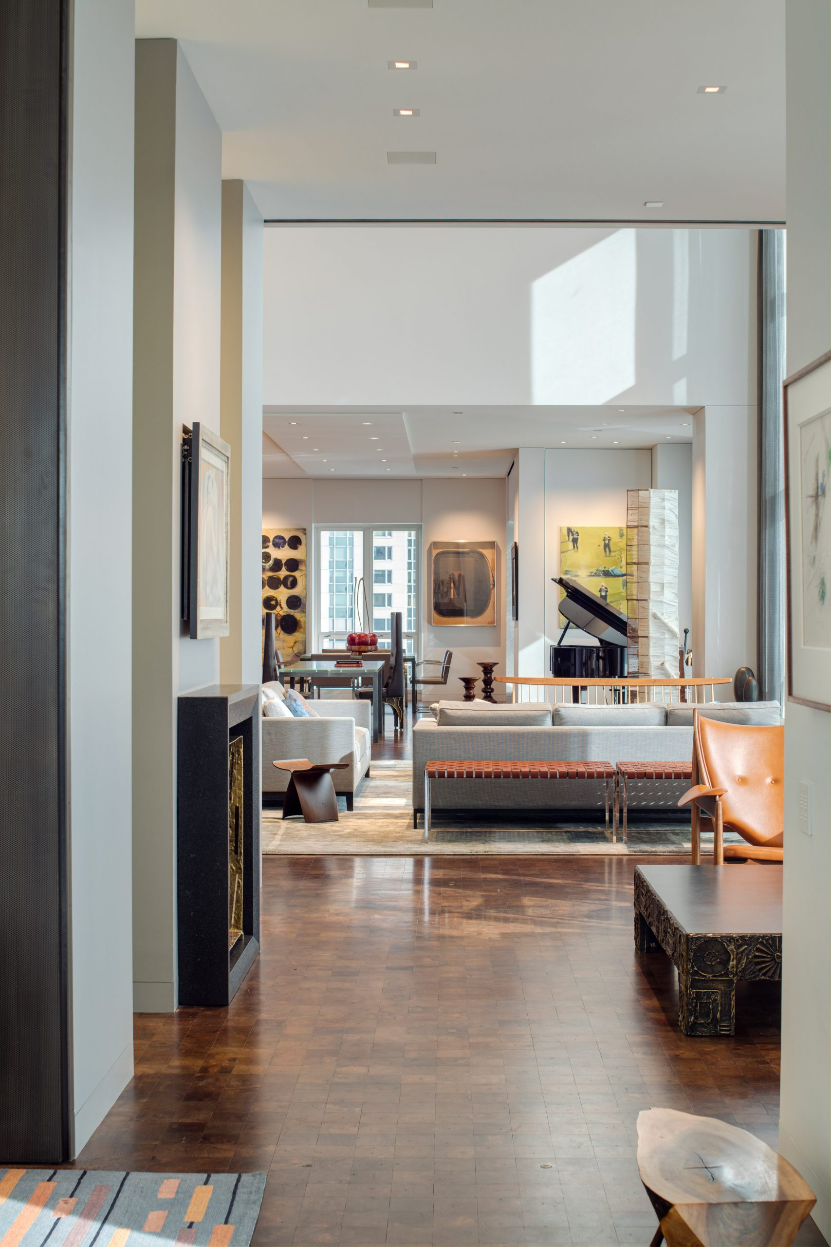 Sitting room of Residence for Two Collectors by Wheeler Kearns Architects