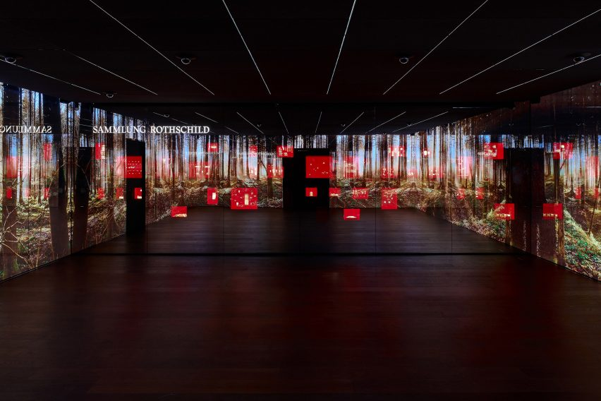 LED screens in The Rothschild Collection displayed by Pfarré Lighting Design at the Goldkammer Museum in Frankfurt