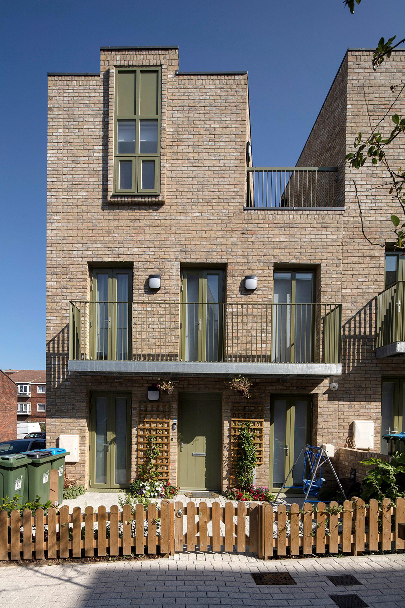 Three-storey terraced house