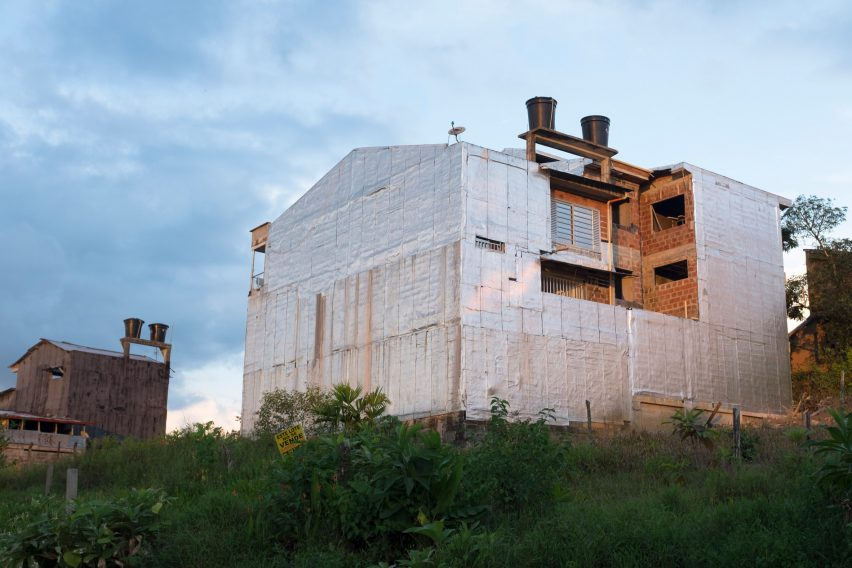 Aluminium sheeting on buildings in Colombia